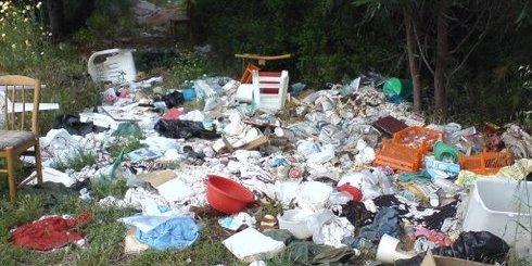 σκουπίδια στο περιβάλλον