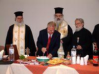 Ο διοικητής κόβει τη πίτα