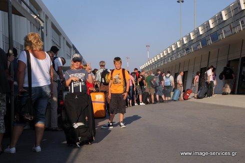 Εξαίρεση αποτελεί το αεροδρόμιο του Ηρακλείου, το οποίο φαίνεται πως έχει πλέον φθάσει τα όρια της φέρουσας ικανότητάς του