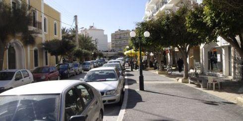 Το κέντρο της Ιεράπετρας, πάντα γεμάτο αυτοκίνητα