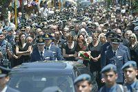 Πλήθος κόσμου στη κηδεία