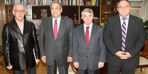 από τη συνάντηση του Νικήτα Κακλαμάνη με τον υπουργό Οικονομίας (Α.Π.Ε.)