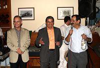 Κουνενάκης, Χατζηλοΐζου, Παπαευαγόρου με ένα μπουκάλι Ζηβανία