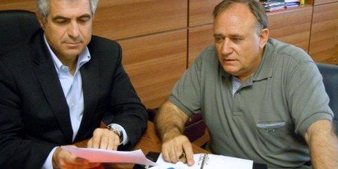 ο υφυπουργός αγροτικής ανάπτυξη και τροφίμων Μιχάλης Καρχιμάκης και ο δήμαρχος Νεάπολης Νίκος Καστρινάκης