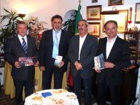 από αριστερά: αντιδήμαρχος Αγίου Νικολάου, δήμαρχος Σητείας και δήμαρχοι Πόρτο Λάγκος και Ρεθύμνου