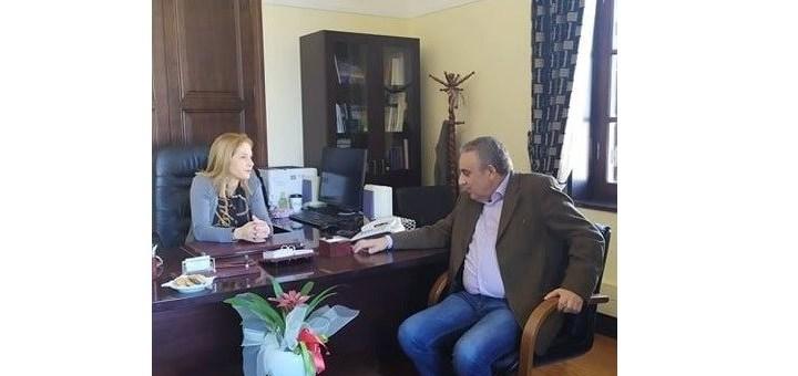 Συνάντηση της Συντονίστριας Αποκεντρωμένης Διοίκησης Κρήτης με τον Αντιπεριφερειάρχη Αντώνη Παπαδεράκη