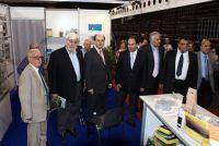 Υπουργοί, βουλευτές στο περίπτερο του επιμ. Λασιθίου, αριστερά ο πρόεδρος Νίκος Τζανόπουλος