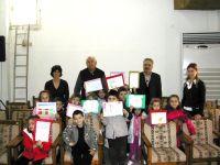 ο δήμαρχος με τους μαθητές και τις διασκάλες