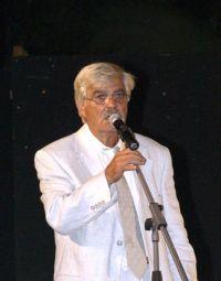 ο πρόεδρος του συλλόγου Μεραμπελιωτών Ηρακλείου, Κίμων Χουρδάκης, καλοσωρίζοντας το κοινό