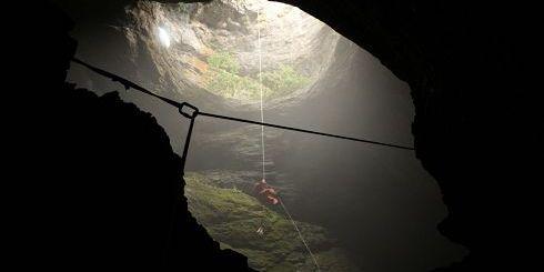 κατάβαση σε μια από τις σπηλιές