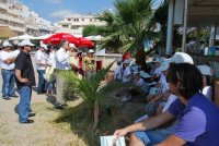 μετά τον καθαρισμό, ο δήμαρχος Αγίου Νικολάου, μιλάει στους μαθητές