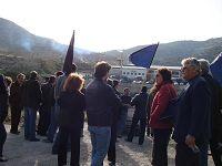 Οι διαδηλωτές στο εργοστάσιο