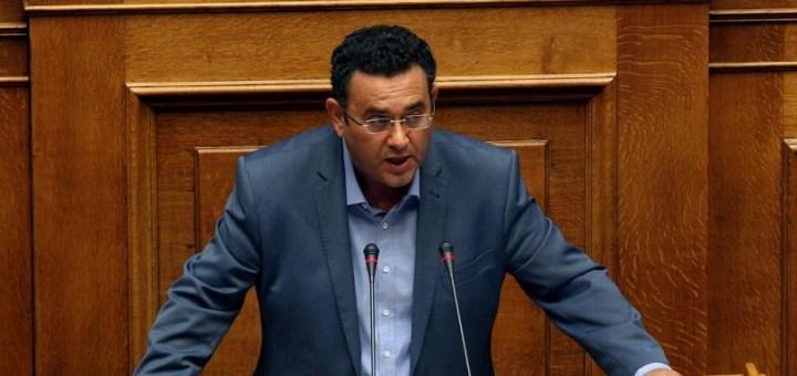 Ο βουλευτής Ηρακλείου Μανώλης Συντυχάκης στην Ιεράπετρα