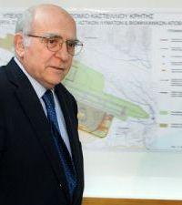 Ο Γιώργος Σουφλιάς παρουσιάζοντας τα σχέδια του αεροδρομίου