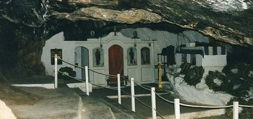 Στο Σπήλαιο της Μιλάτου συνεχίζεται ο κύκλος των επετειακών εκδηλώσεων της Ιεράς Μητρόπολης για τα 200 χρόνια από την Ελληνική Επανάσταση
