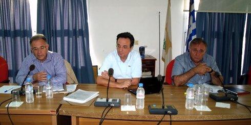 από την ενημέρωση από αριστερά δήμαρχος Αγίου Νικολάου, Δημήτρης Κουνενάκης, ο Ράλλης Γκέκας και ο Δήμαρχος Νεάπολης Νίκος Καστρινάκης