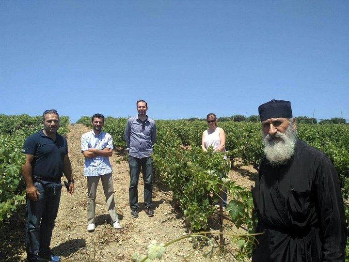 Σπουδαίοι επαγγελματίες και δημοσιογράφοι οίνου και γαστρονομίας επισκέφθηκαν τη Κρήτη