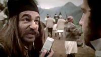 σκηνή από τη διαφήμιση, ευτυχώς που οι επαναστάτες του 1821 δεν είχαν κινητά !