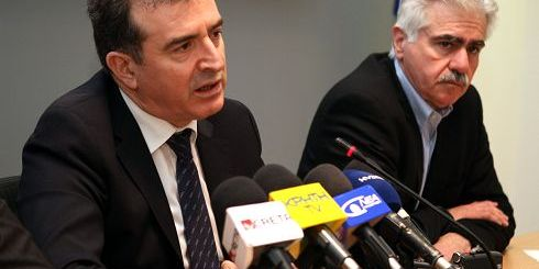 o Υπουργός προστασίας του πολίτη Μιχάλης Χρυχοχοΐδης με τον Περιφερειάρχη Κρήτης Θανάση Καρούντζο