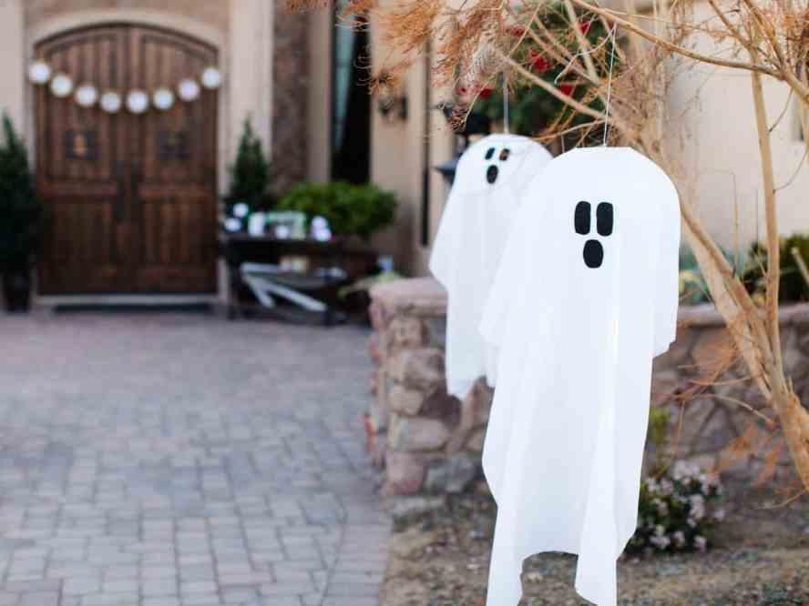 original_Kim-Stoegbauer-Halloween-hanging-ghosts-beauty-wide_4x3.jpg.rend.hgtvcom.1280.960