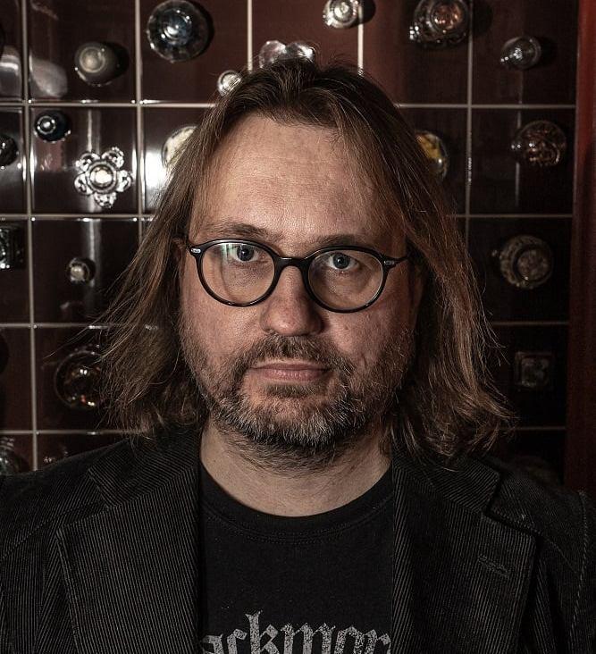 Lead & rhythm guitars: Janne Särkelä