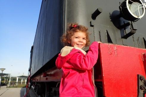 Lylou adore le train
