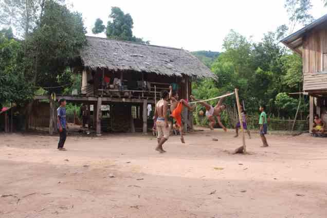 Le Sepak Takraw ou Takaw au Laos est un sport très célèbre en Asie du Sud Est