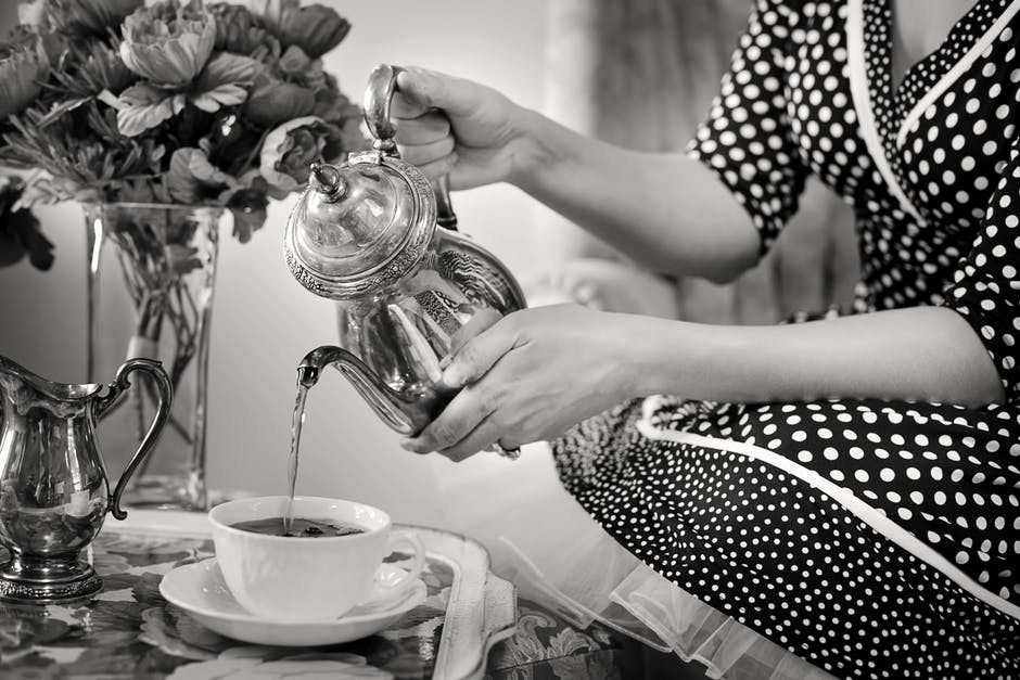 siyah beyaz çay servisi