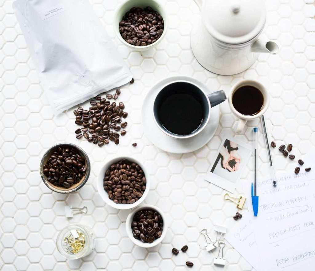 kahve çekirdekleri ve kahve