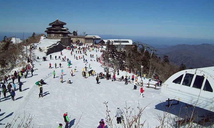 deogyusan-resort-ski-snowboard-winter