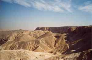 Valley_of_Kings,_Luxor_Egypt_2003
