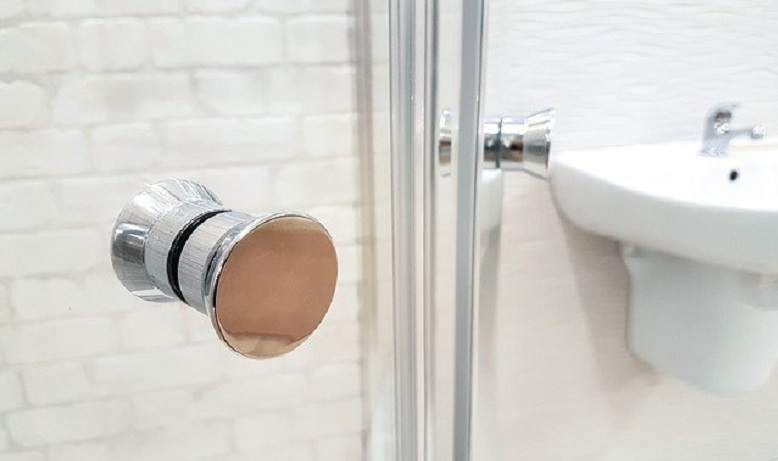 The Ultimate Guide to Shower Door Leakage