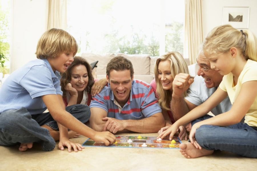 4 Ways Playing Board Games Benefits the Whole Family   10 Minutes of     4 Ways Playing Board Games Benefits the Whole Family