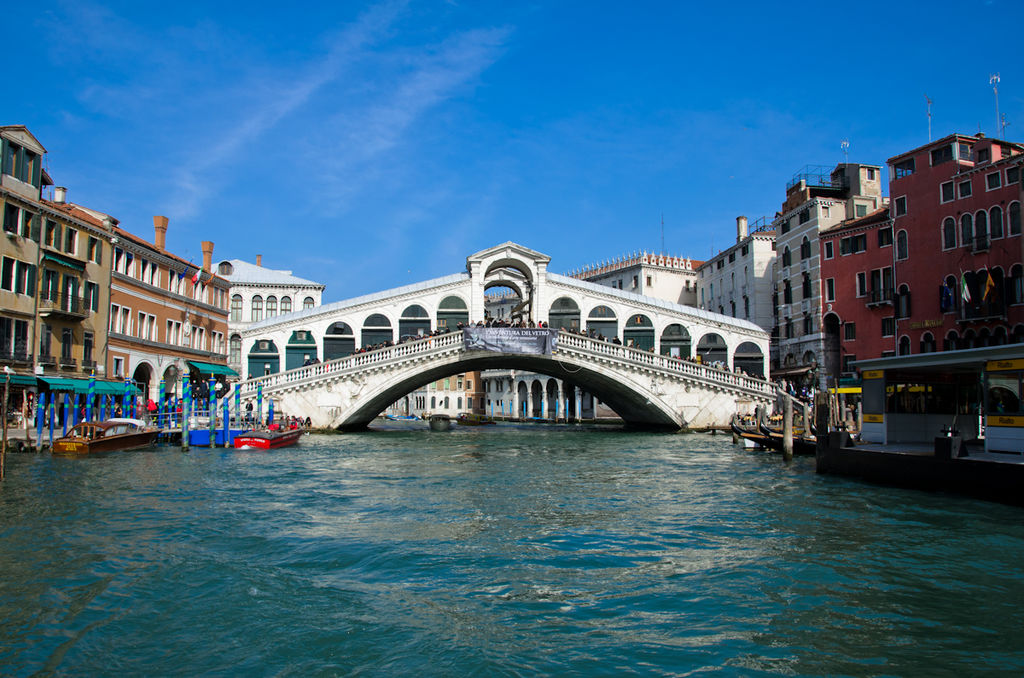Most Famous Bridges In The World: Rialto Bridge, Venice, Italy
