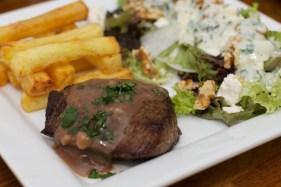 Biefstuk met pepersaus en een salade van meirapen 37