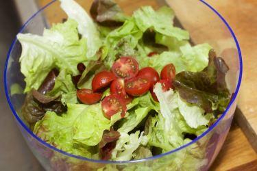 Saltimbocca en een salade met chocotoms 25
