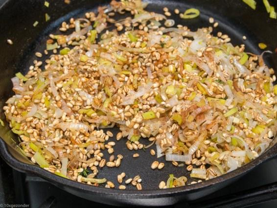 Pompoen gevuld met paddenstoelen risotto-29