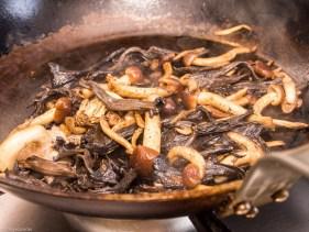 Pompoen gevuld met paddenstoelen risotto-47