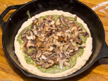 Pizza pesto met champignons en rode ui-23