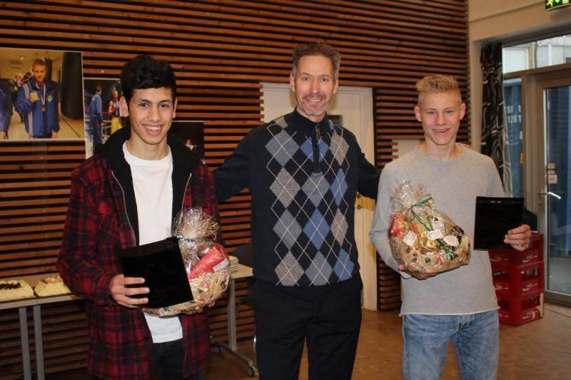 De to nye danmarksmestre Ahmad C. El Ahmad og Emil Lindebjerg Kot sammen med Slagelse Kommunes borgmester Sten Knuth.