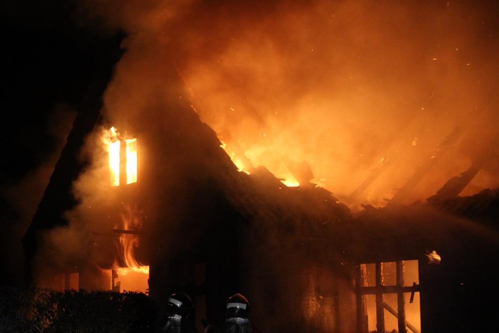 TV: Landejendom i Havnsø raseret af voldsom brand