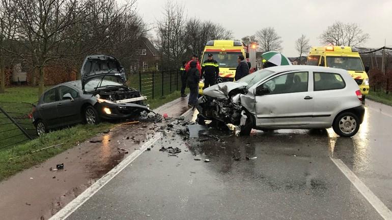 Bestuurder onder invloed van drugs veroorzaakt frontaal ongeval in Velddriel.
