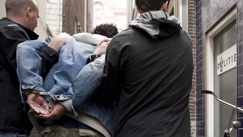 Belgen aangehouden voor wapenbezit -.