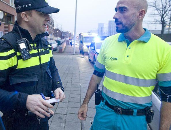 Mannen opgepakt en vrouw gereanimeerd na frontale botsing in Utrecht.