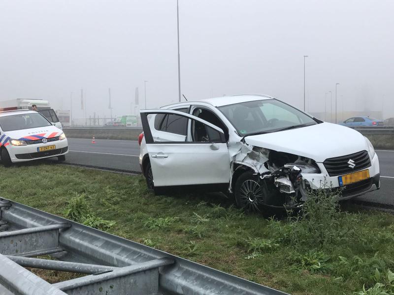Voetgangster zeer ernstig gewond na aanrijding op de A2 bij Zaltbommel.