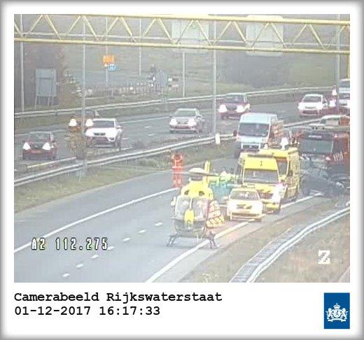 Hoofdrijbaan A2 bij Den Bosch dicht door ernstig ongeval.