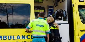 politieagent bij ambulance