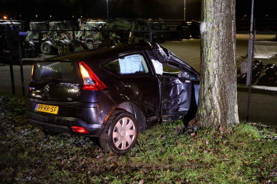 Twee zwaargewonden bij verkeersongeval op de Otterloseweg.