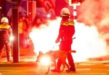Vuurwerk en inzet ME bij voetbalwedstrijd