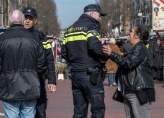 wijkagenten op de markt